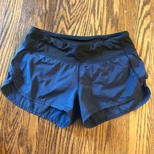 Lululemon sz 4 Navy/black shorts